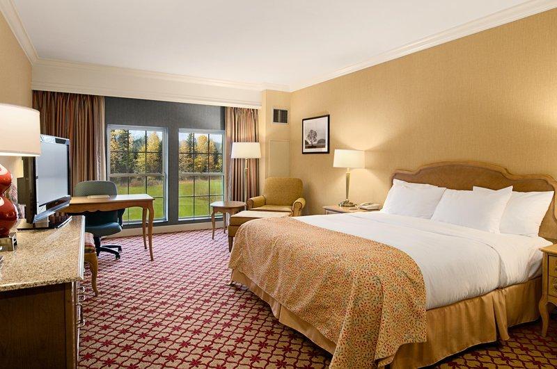 king-bed-guestroom.jpg