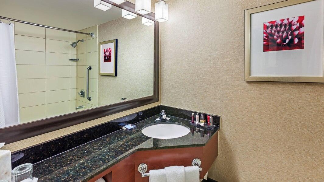 hougp-bathroom-0059-hor-wide